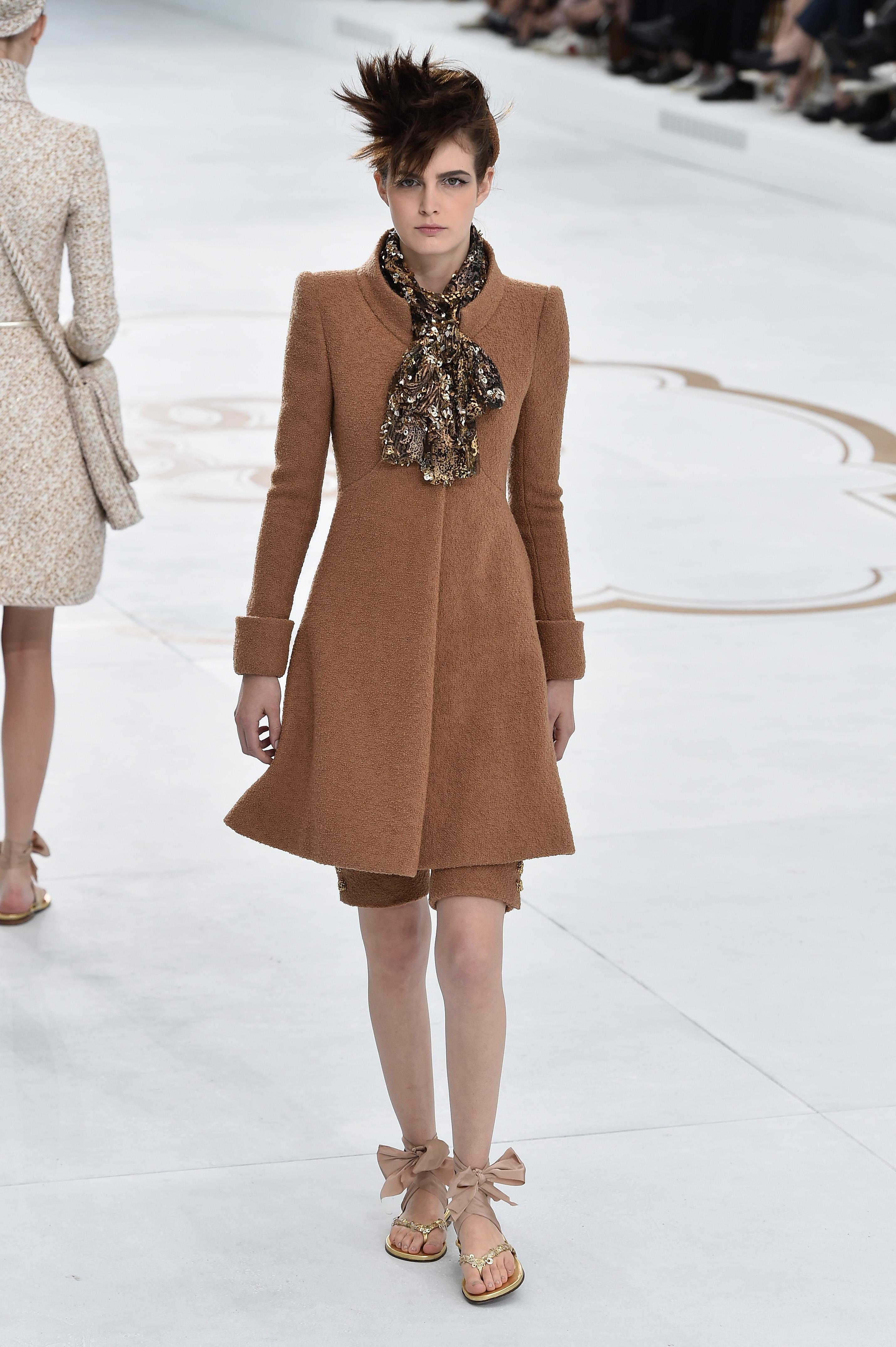 202bac1801654e Chanel   Runway - Paris Fashion Week   Haute Couture Fall Winter 2014-2015  ...
